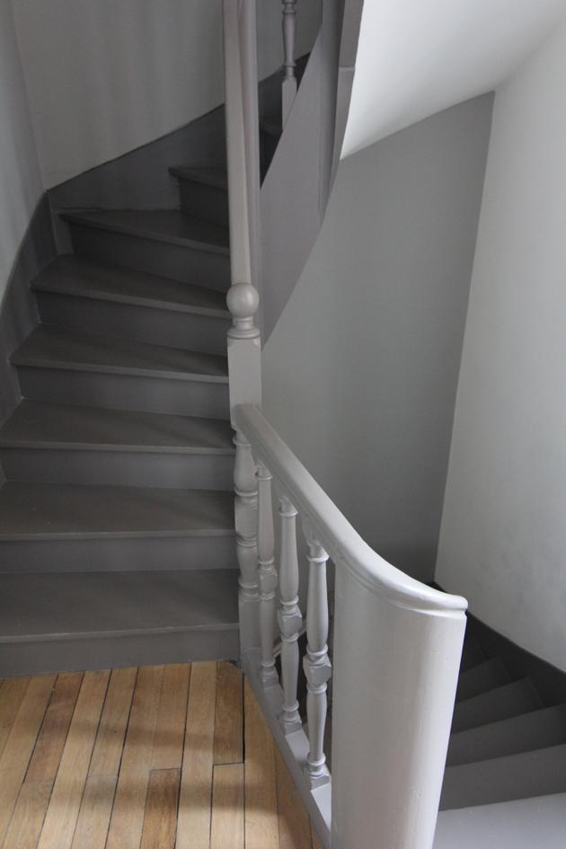 photo escalier peint en gris id e inspirante pour la conception de la maison. Black Bedroom Furniture Sets. Home Design Ideas