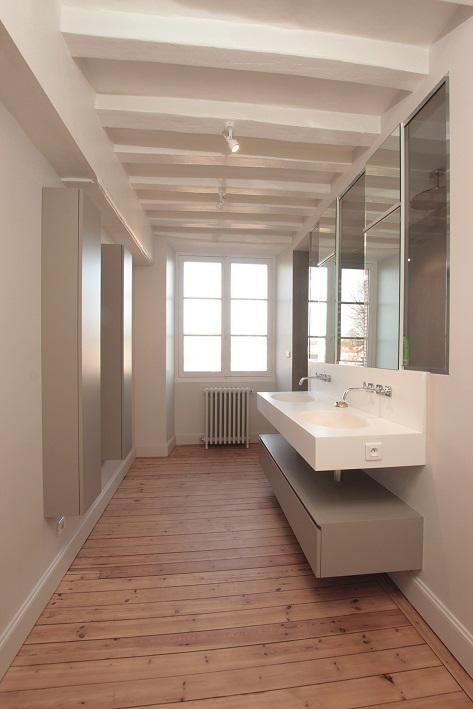 Une ancienne cole enti rement r nov e c design for Salle de bain perene