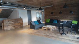 Bois, briques, lounge, espace de créativité, acier, nouveaux concepts de travail